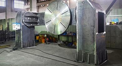 Поставка двухстоечного сварочного позиционера для сварки кабины самосвала